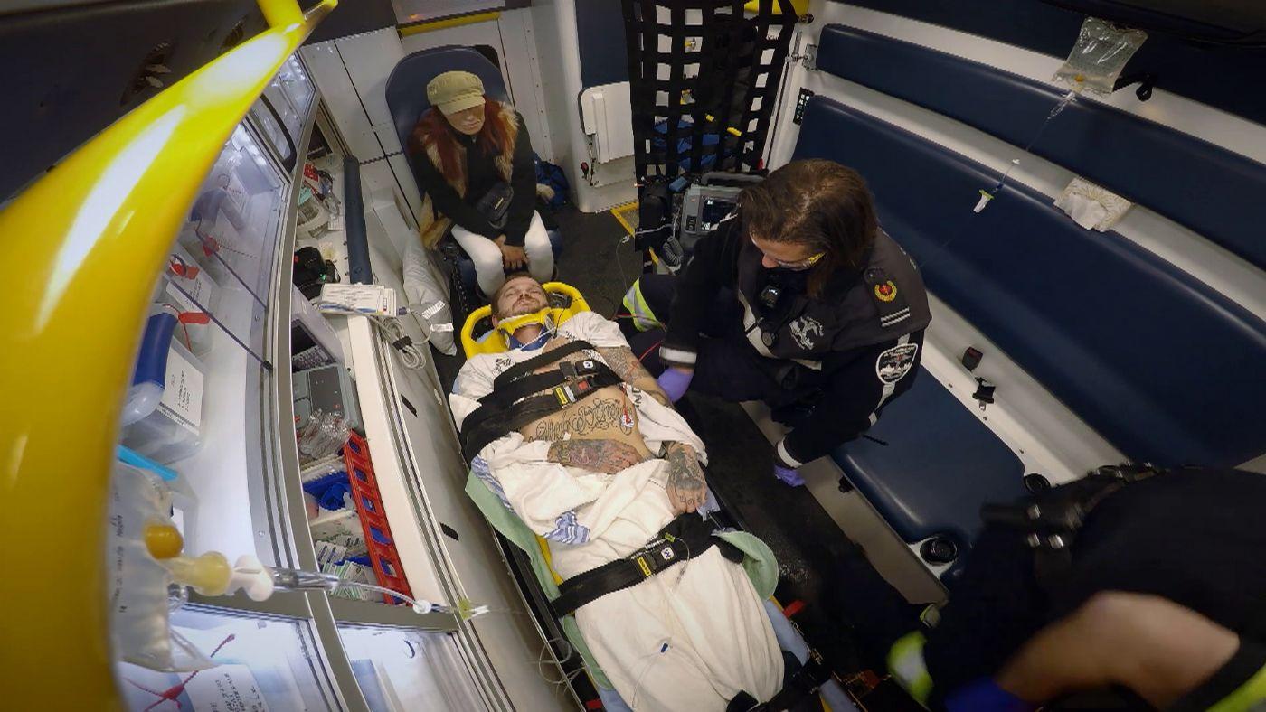 e5aubh5j2t9x_paramedics_t1_09.jpg