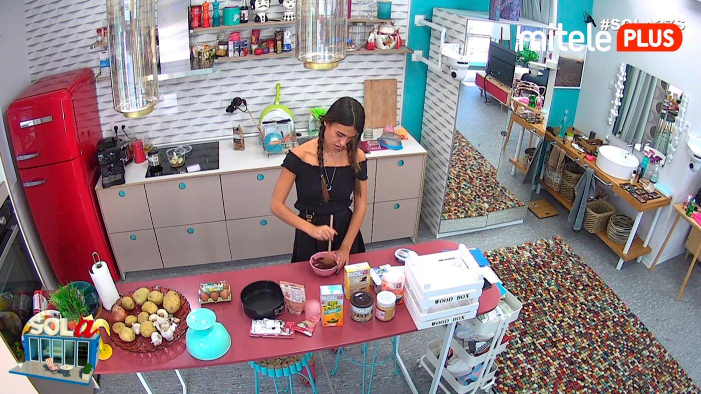 Sofía hace una tarta