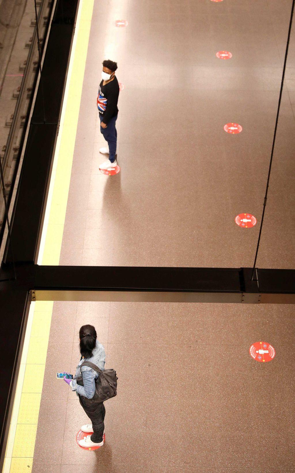 Distancia de seguridad en los andenes del Metro de Madrid