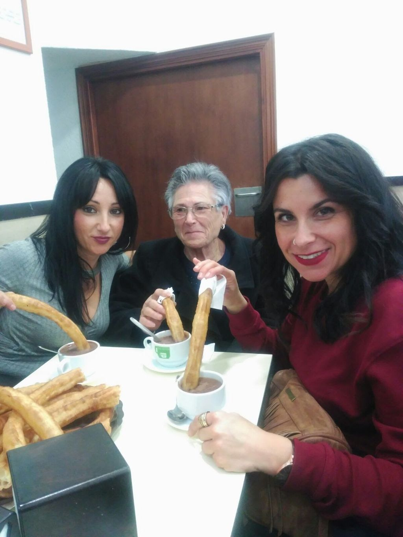 Con su hija Lourdes y su nieta Dafne
