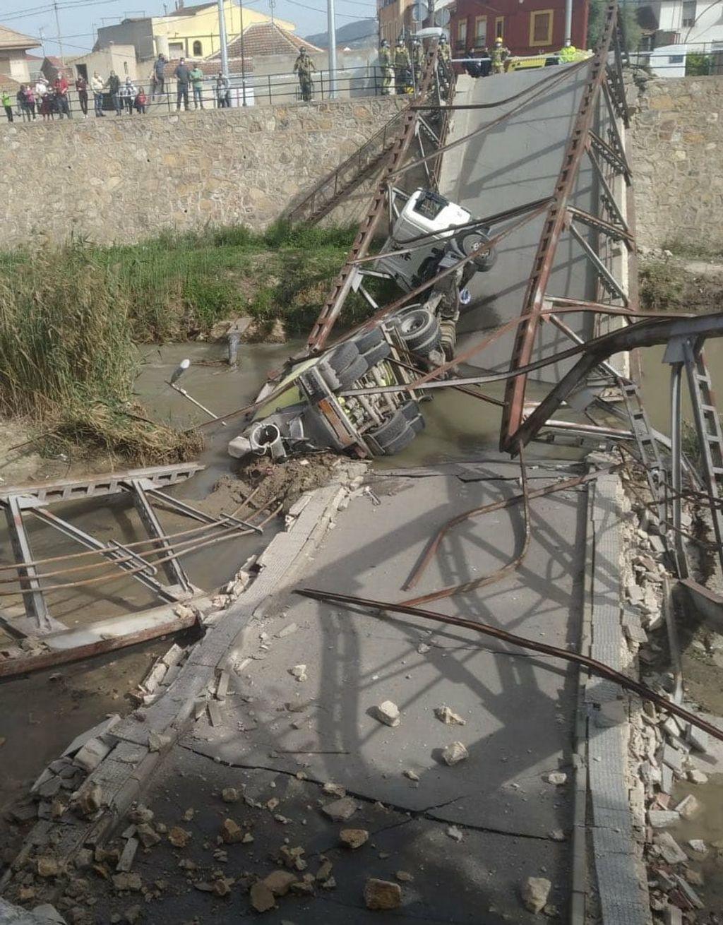 El puente tras partirse en dos