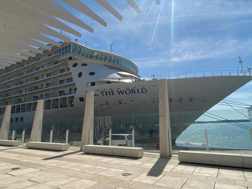 El crucero 'The World' en el puerto de Málaga