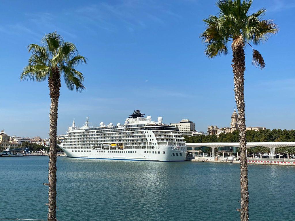 El crucero millonarios en el puerto de Málaga