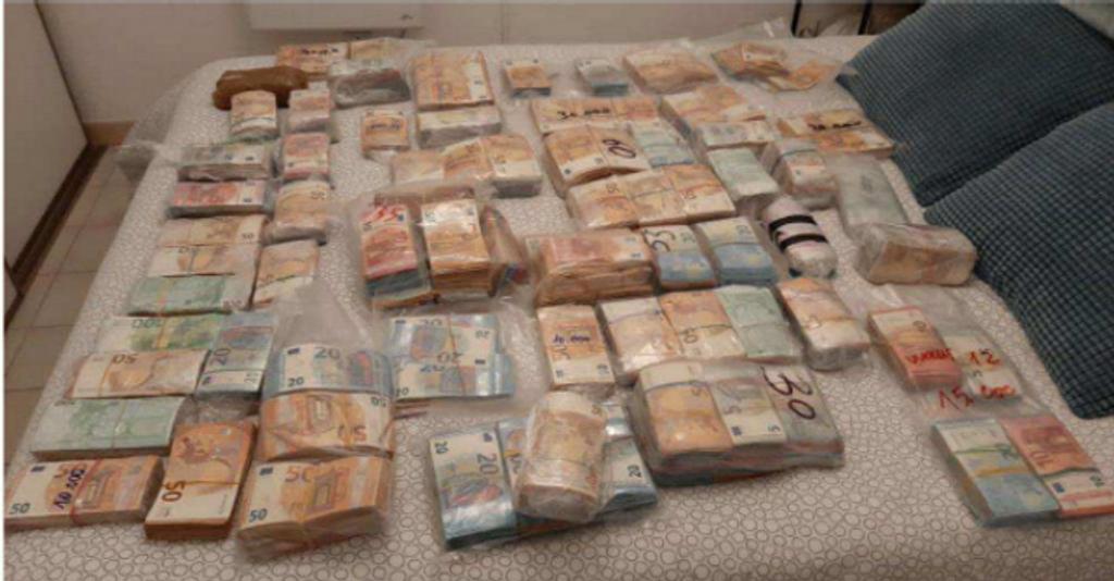 dinero titella