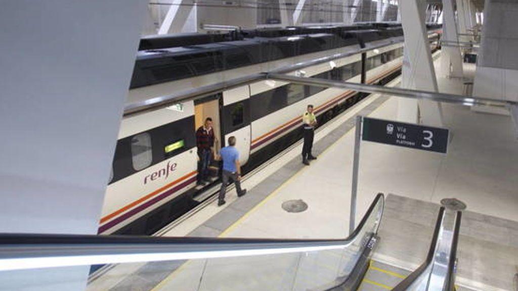 Aislados 16 viajeros que llegaron en tren a Vigo desde Barcelona tras detectar un positivo en coronavirus