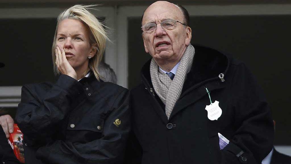 Rupert Murdoch con su hija, Elisabeth, en un festival en Gloucestershire (2010)