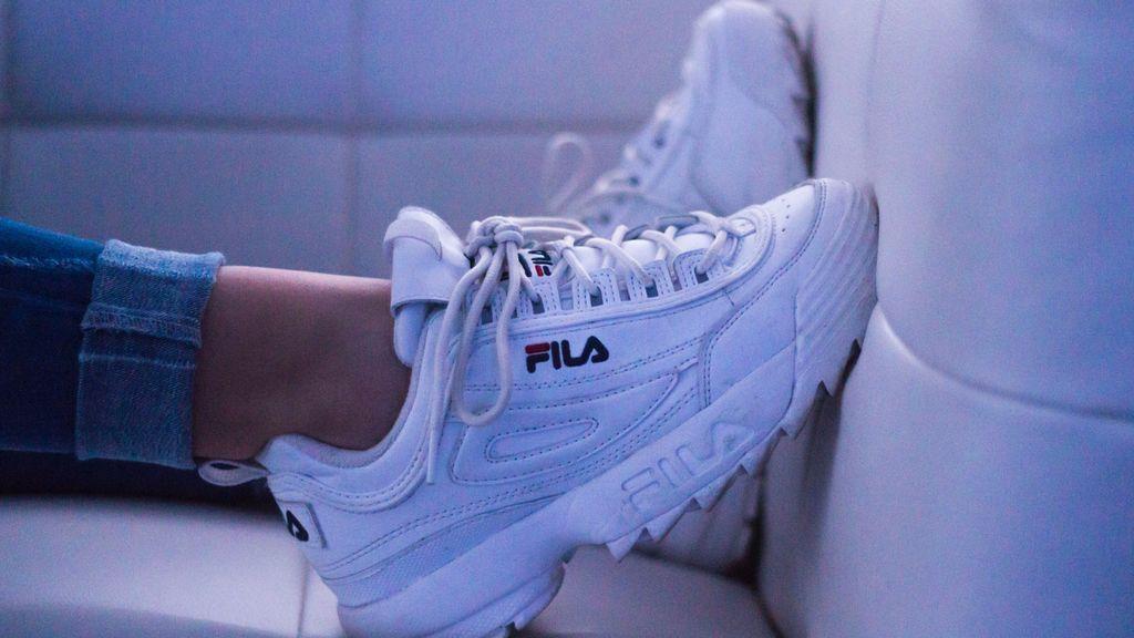 Zapatillas blancas: cómo llevar los modelos de tendencia que han conquistado a las reinas de Instagram