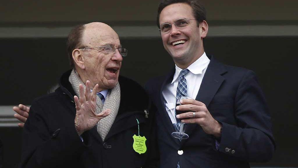 Rupert Murdoch con su hijo James en un festival en Gloucestershire (2010)