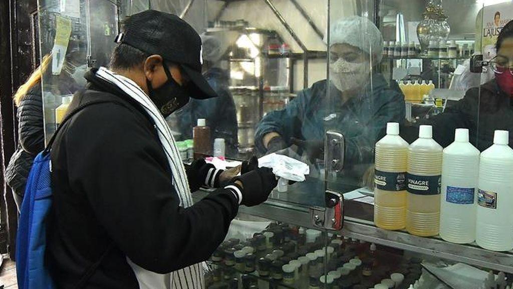 Bolivia autoriza el consumo de dióxido de cloro para combatir el covid-19,  pese a anunciar que es un peligro para la salud