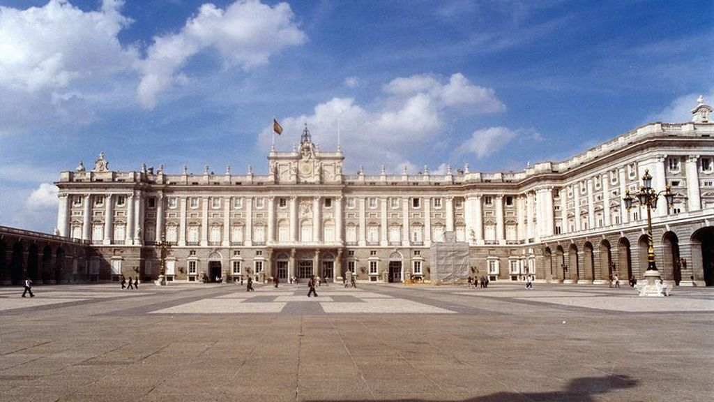 Vista del Palacio real desde el Patio de la Armería