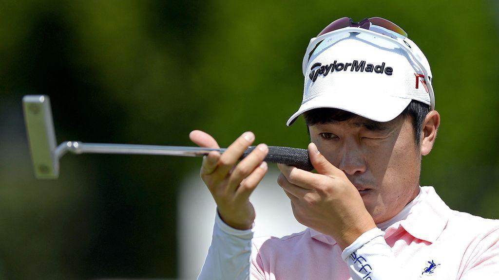 jugador de golf calibrando un loft