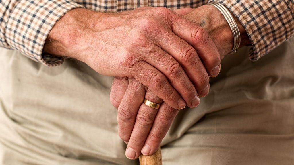 Manicura en hombres, la importancia de cuidar las manos maduras.