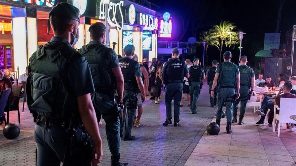 La Guardia Civil vigila los bares en Mallorca