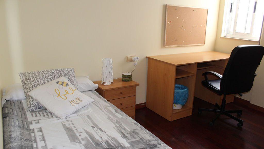 Una de las habitaciones de la residencia Campus Vida, situada en Santiago de Compostela