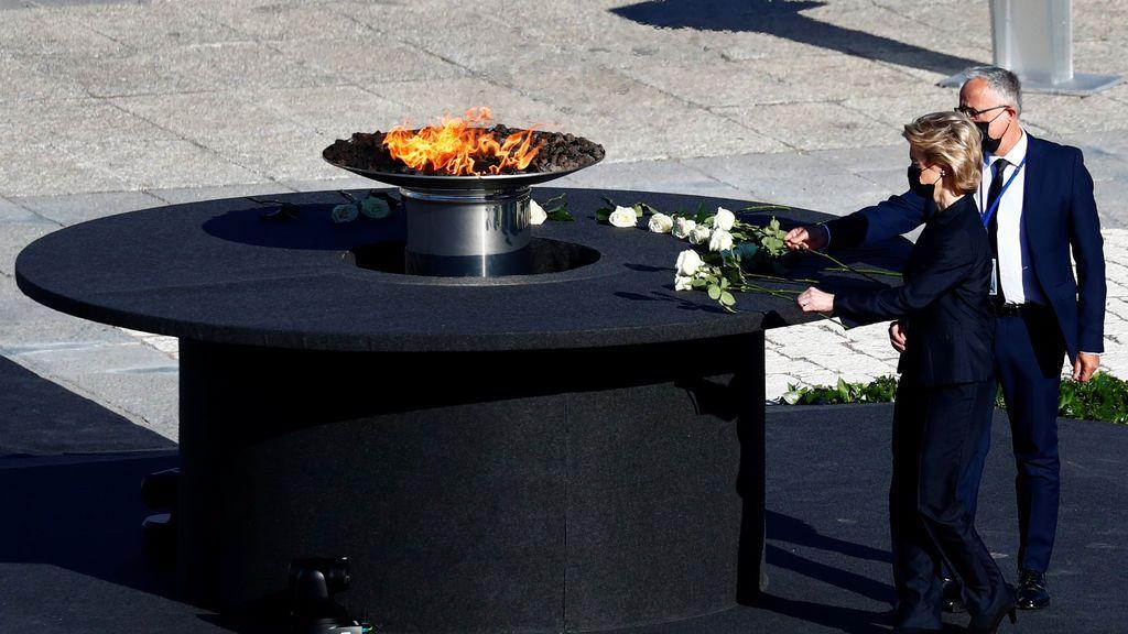Ursula von der Leyen, presidenta de la CE, en la ofrenda floral