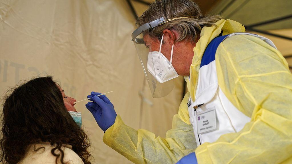 """Un experto británico anticipa rebrotes de coronavirus """"durante varios años"""""""