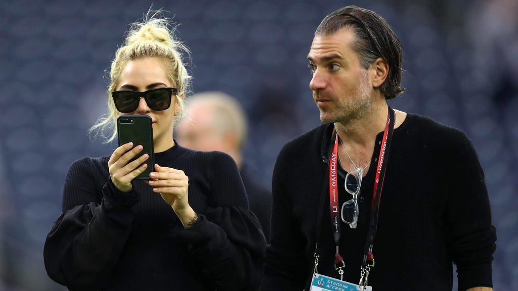Lady Gaga, junto a Christian Carino, con quien se prometió.