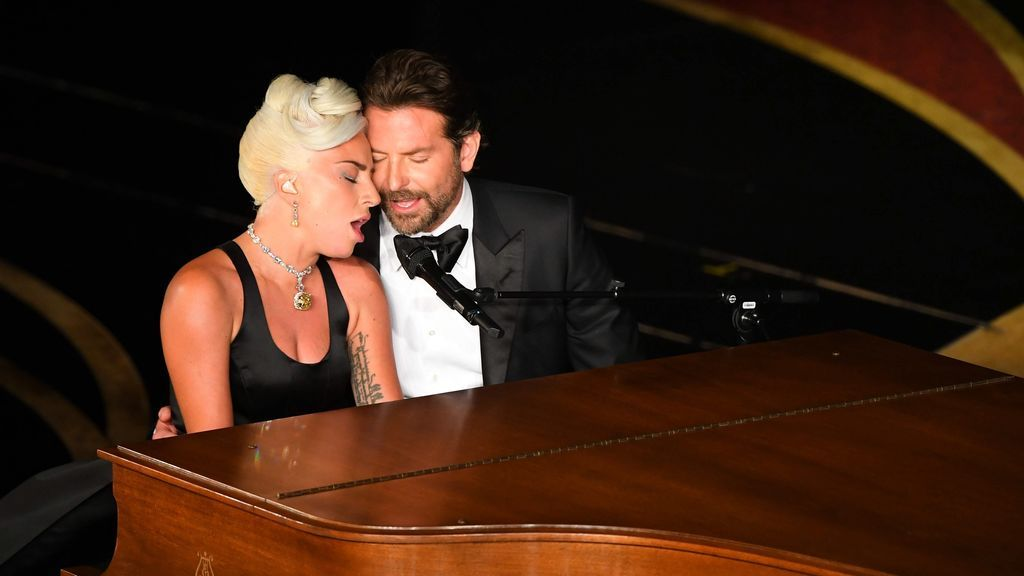 Bradley y Gaga negaron, en todo momento, que entre ellos surgiera el amor.