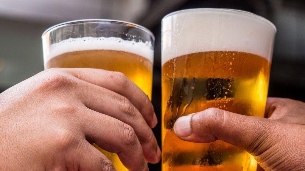 Nutrichorradas de chiringuito: de la cerveza que rehidrata después del deporte a la moda détox para compensar excesos