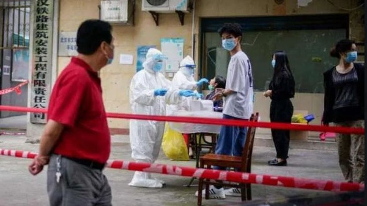 China confina a  3,5 millones de personas en la capital de Xinjiang por un brote con 17 nuevos casos de Covid-19