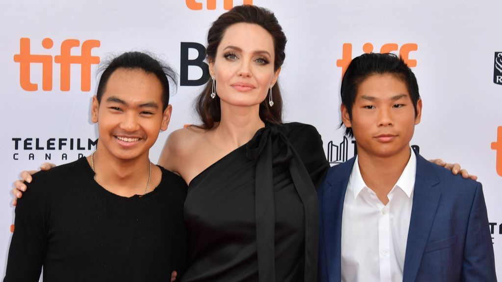 Angelina junto a Maddox y Pax, sus dos hijos