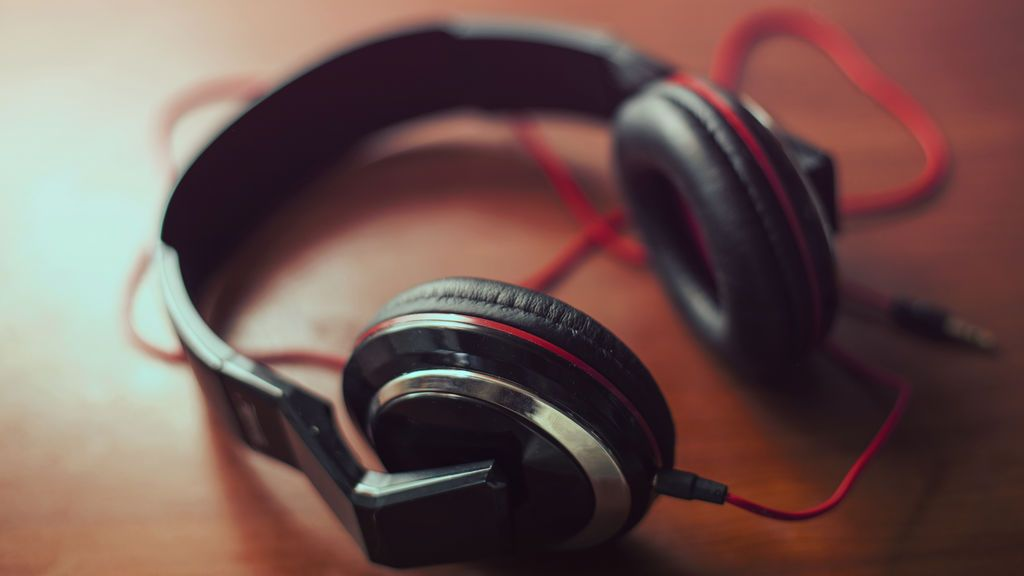 Podcasts variados para disfrutar si no te vas de vacaciones este verano