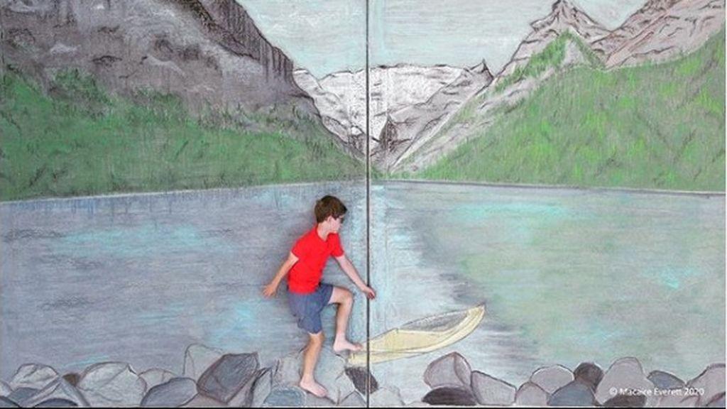Una niña dibuja paisajes a su hermano para que pueda 'viajar por todo el mundo' durante la cuarentena