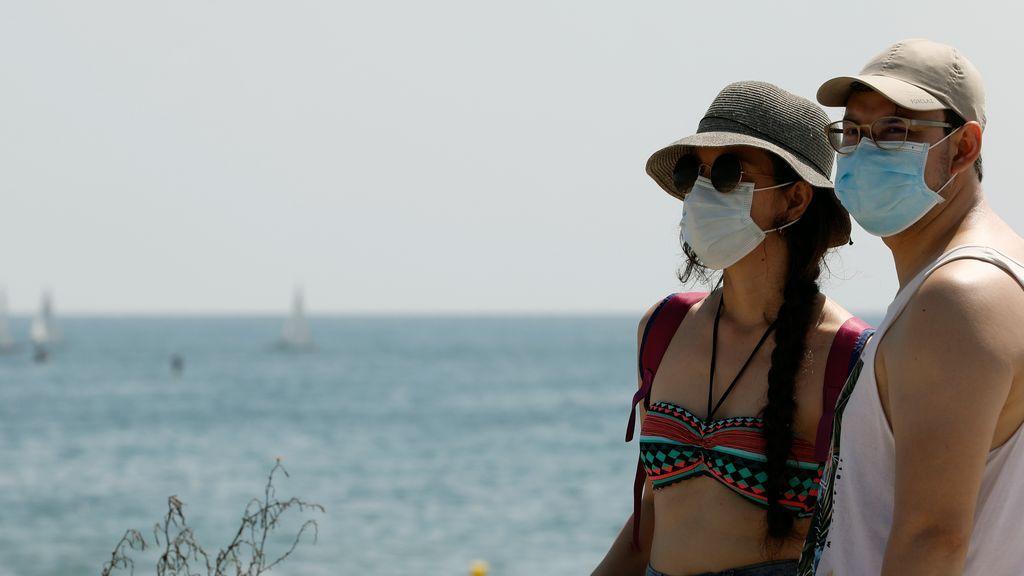 Tus vacaciones saludables: cuidado con el sol, la hidratación y no te olvides del coronavirus