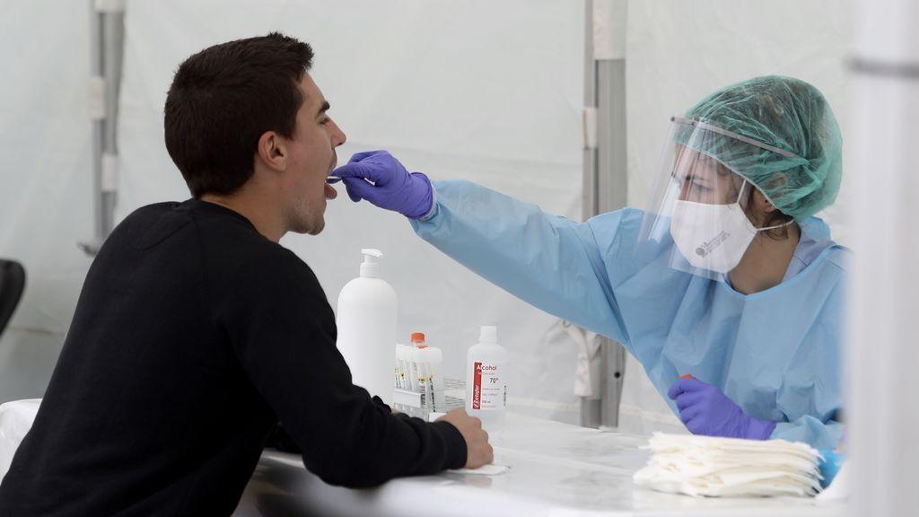 Ascienden a 73 los afectados en el brote de la discoteca de Córdoba tras realizar 1.700 pruebas PCR