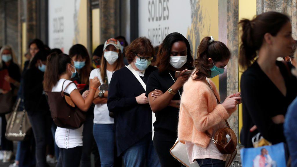 Francia amplia el uso obligatorio de mascarillas en espacios públicos cerrados ante un ligero repunte de casos