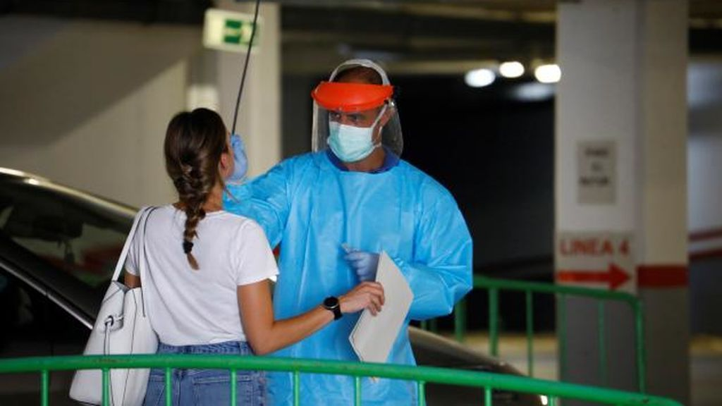 Contagiadas por coronavirus 73 de las 1.000 personas que fueron a una discoteca en Córdoba