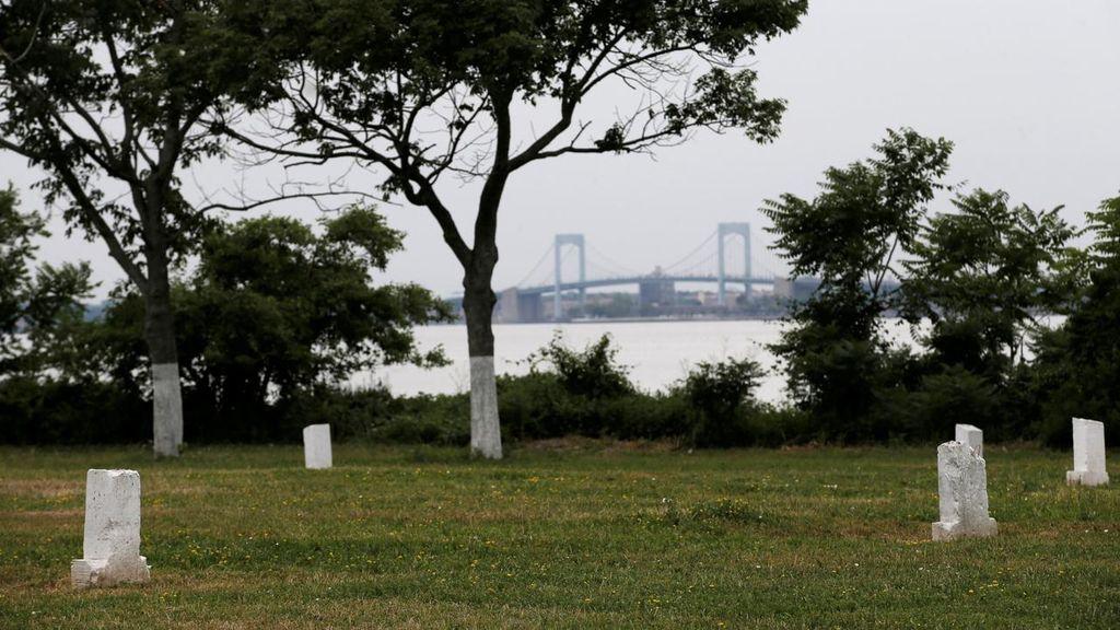 Arrestan a un ladrón de Nueva York especializado en asaltos en cementerios