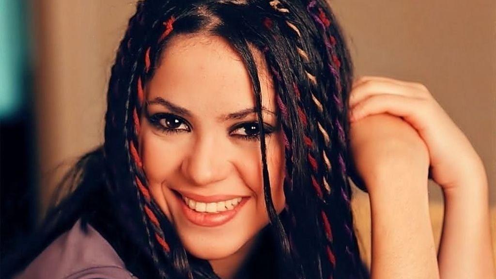 Shakira comenzó su carrera cuando era muy pequeña, aunque no alcanzó la fama hasta 1995.