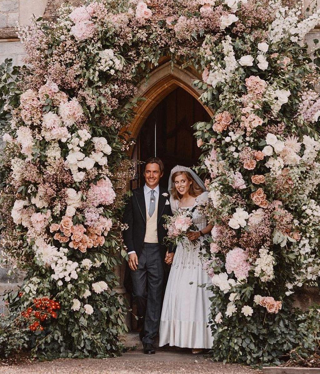 Beatriz de York y Edoardo Mapelli saliendo de la capilla