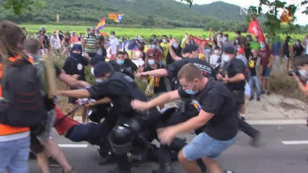 Un detenido en las protestas contra la visita de los reyes al Monasterio de Poblet