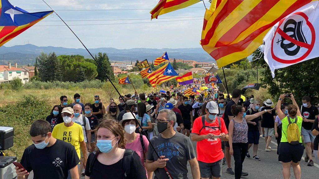 """Sabotaje en las vías del AVE y vídeos:  el """"recibimiento a los reyes"""" en Cataluña"""