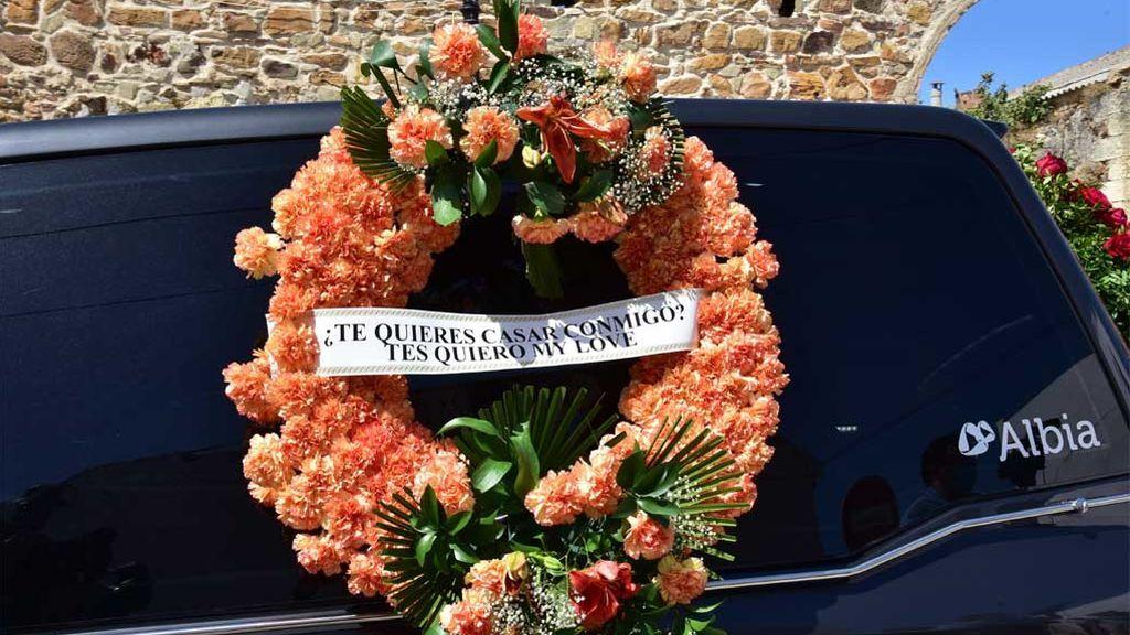 Paz Padilla da el último adiós a su marido, Antonio Juan Vidal, con esta emotiva corona de flores