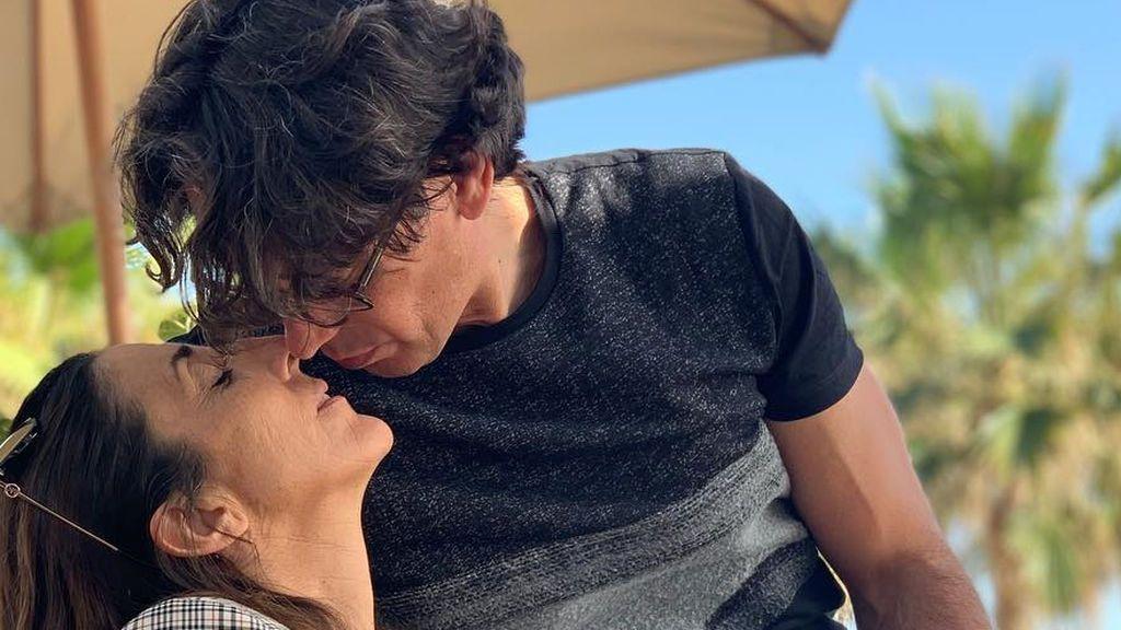 De viaje, compartiendo un desayuno o en la playa: así han sido los momentos más románticos de Paz Padilla con su marido