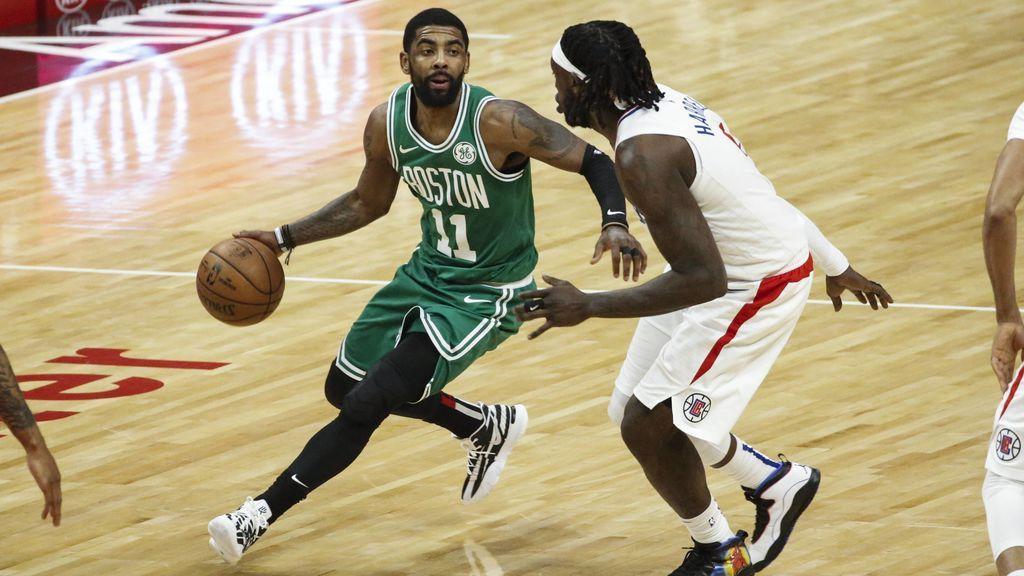 Kyrie Irving jugando un partido de la NBA con los Boston Celtics