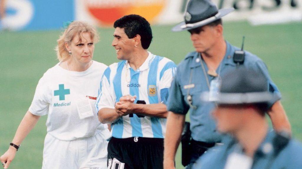 Maradona en el partido de fútbol que dio positivo por efidrina