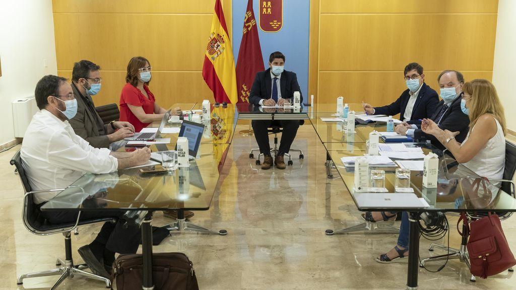 Murcia limita las reuniones a 15 personas y prohíbe el ocio nocturno en locales cerrados