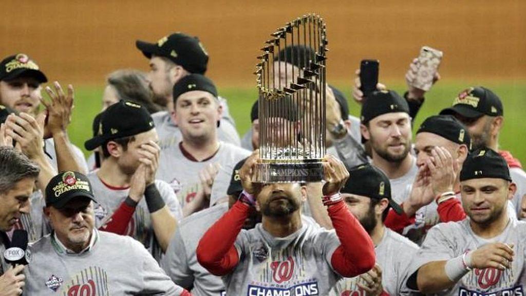 Equipo de los Washington Nationals celebrando un título de béisbol