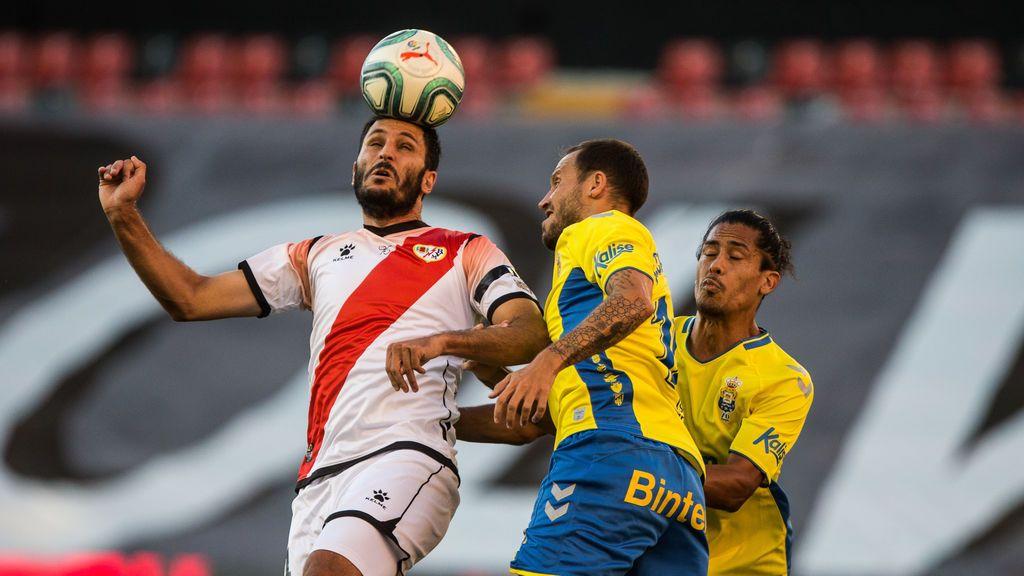 La plantilla del Rayo Vallecano aislada por un contacto con un jugador del Fuenlabrada