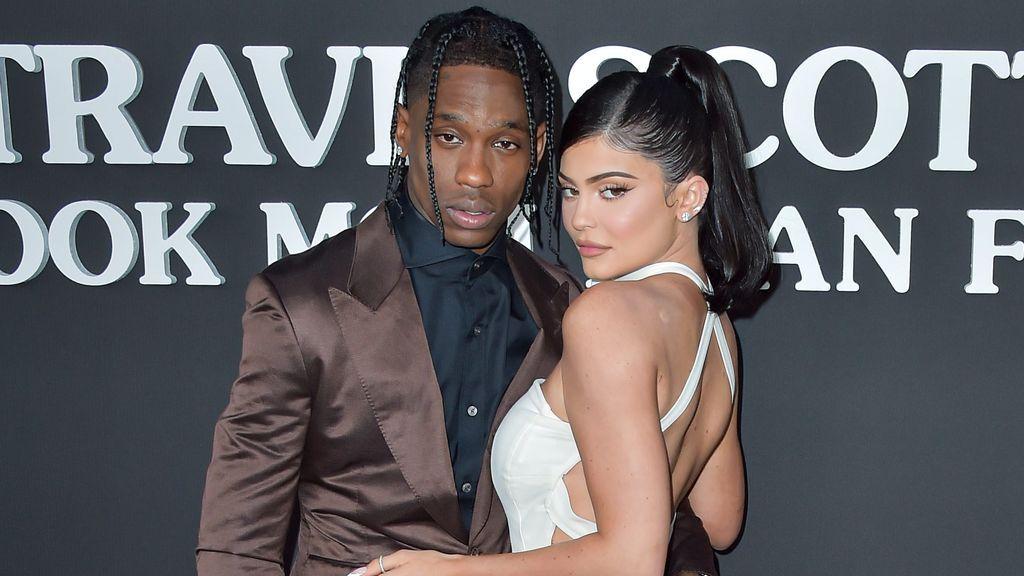 Ambos rompieron la relación después de las infidelidades de Travis.
