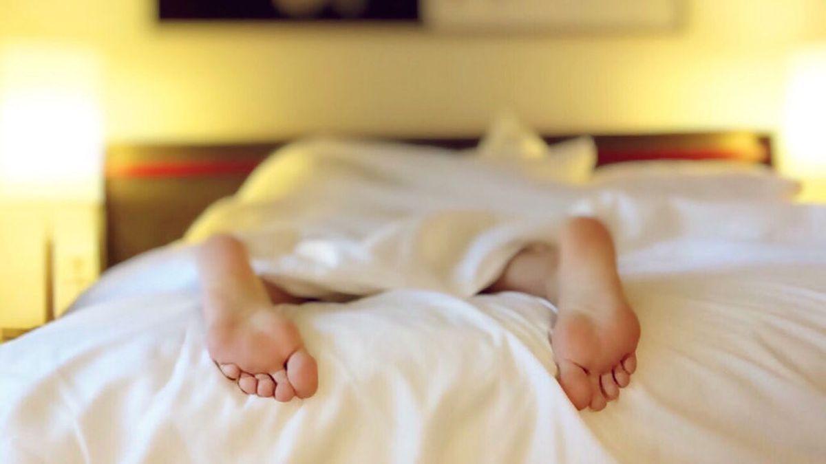 Trucos para dormir en verano sin asarte: sí, es posible