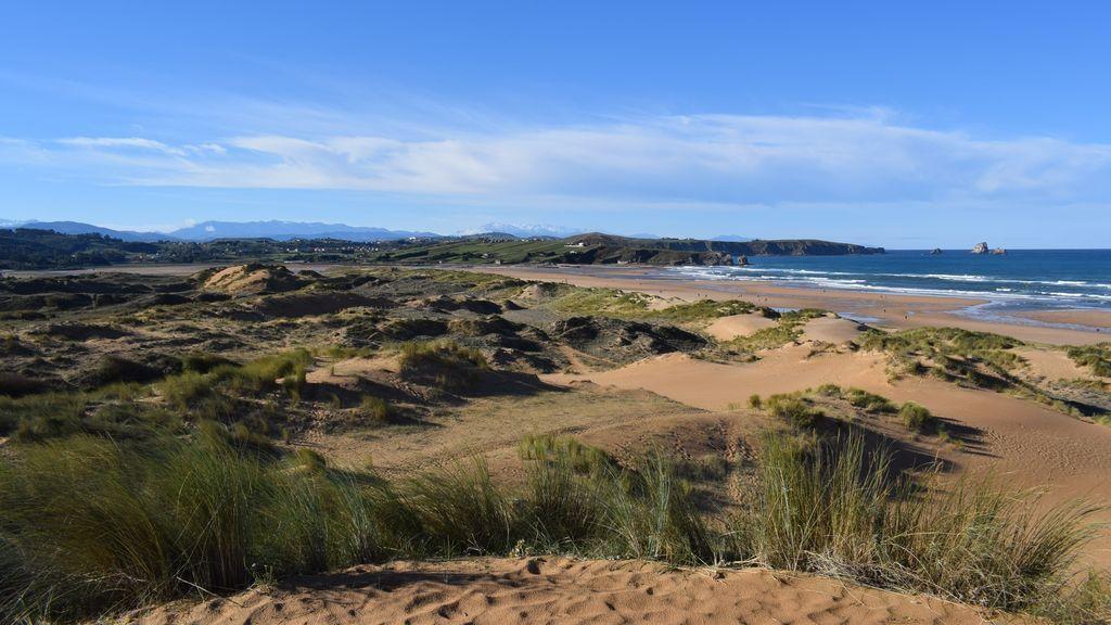 Playa de Valdearenas en el parque Natural de las Dunas de Liencres (Liencres, Cantabria)