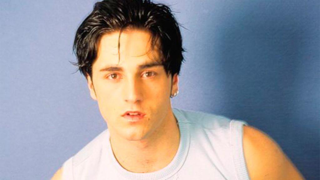 Bustamante se dio a conocer en el año 2001, cuando tenía poco más de 18 años.