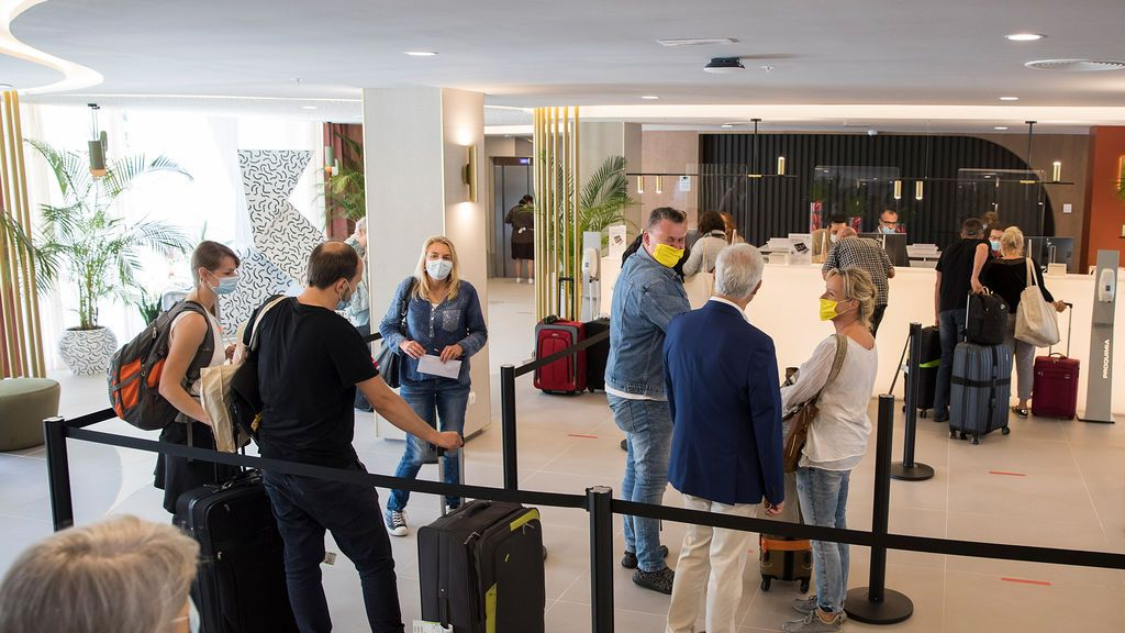 Las reservas hoteleras se desploman un 95% en junio y encadenan la cuarta caída consecutiva