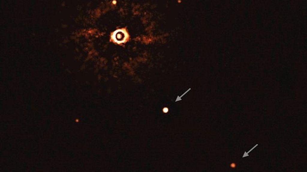 Un Sol y dos exoplanetas gigantes: primera instantánea de otro sistema planetario