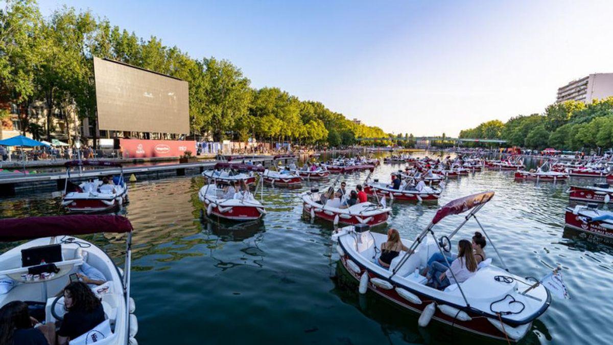 París crea el cine flotante para enamorarse en pleno coronavirus